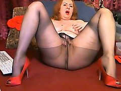 red-haired chunky woman with big tighs opens up her legs for me on cam