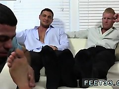 boy foot worship twink and blowjob between gay mans legs ric