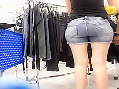 PHAT BOOTY IN SHORTS