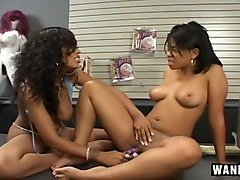 Black Lesbians Lick Pussies And Feet