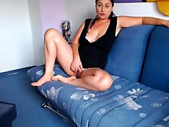 Mature italian milf showing pussy on cam