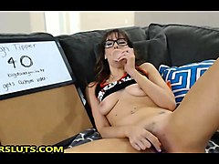 sexy brunette babe live on webcam